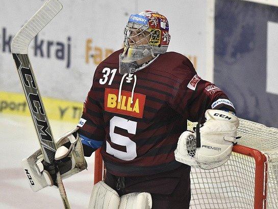 Jakub Škarek si v brance Sparty odbyl extraligový debut už v 17 letech.