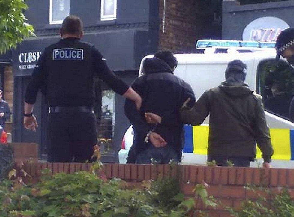 Britská policie zatýká muže podezřelého z útoku na koncertě v Manchasteru
