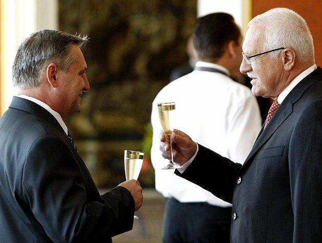 Taky trafika? Prezident Václav Klaus jmenoval 9. července 2009 do funkce ředitele Úřadu pro ochranu hospodářské soutěže Petra Rafaje.