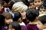 Princezna Diana byla nesmírně populární osobností. Veřejnost uchvátil její přístup k dětem, chudým a nemocným.
