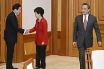 Poprvé po tříleté přestávce se dnes sešli ministři zahraničí Jižní Koreje, Číny a Japonska, aby se pokusili obnovit každoroční schůzky nejvyšších představitelů těchto zemí.