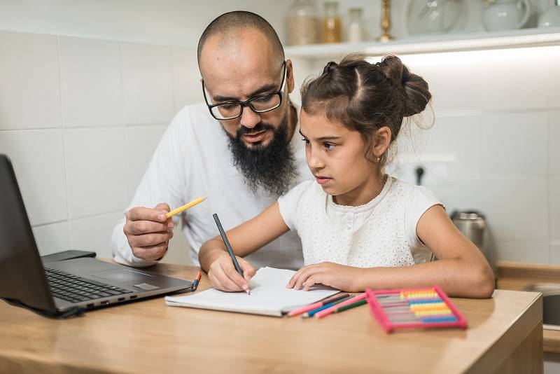 Distanční výuce by se měly děti věnovat tak poctivě, jako by byly ve třídě.