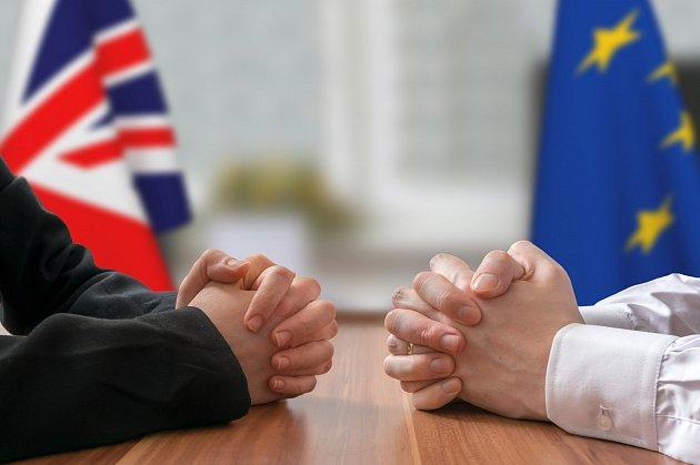 Dohoda ukončuje 48let volného pohybu zboží. Británie 1.ledna 2021opustila jednotný trh icelní unii. Obě strany se sice shodly na nulových clech a kvótách.