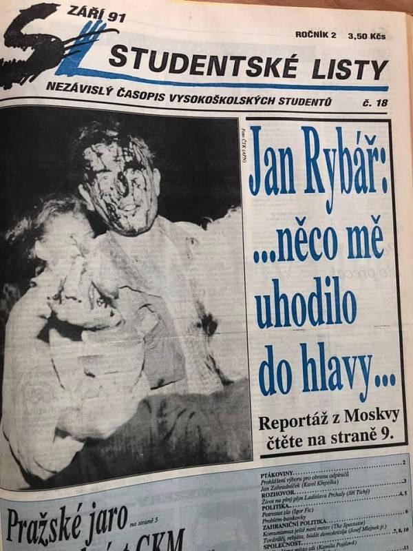Dobová reportáž Jana Rybáře ve Studenských listech se snímkem jeho krví zbrocené tváře, který se stal slavný