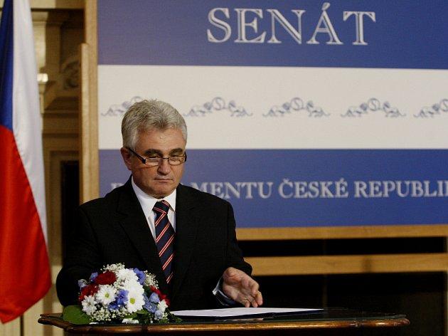 Předseda Senátu Milan Štěch vyhlásil 1. října v Praze volby prezidenta republiky na 11. a 12. ledna 2013.