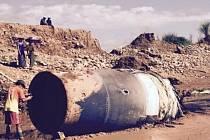 Velký kovový předmět spadl z nebe v severní Barmě.