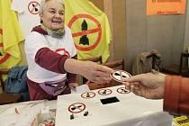 V  Březnici na Příbramsku se v sobotu konala mezinárodní konference proti nukleárnímu zbrojení a novým vojenským základnám.