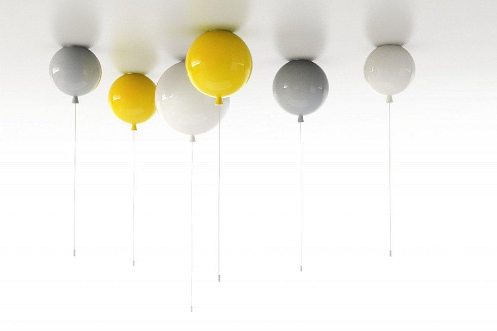 """Designér Boris Klimek vytvořil pro Brokis hravou kolekci stropních a nástěnných osvětlení Memory. Iluze reálných nafukovacích balonků je dokonalá, včetně visícího """"provázku"""", který slouží krozsvěcení a zhasínání světla."""