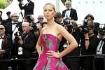 Česká modelka Karolína Kurková na filmovém festivalu v Cannes