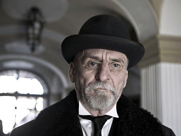 V Sedláčkově Českém století ztvárňuje prezidenta Masaryka Martin Huba.