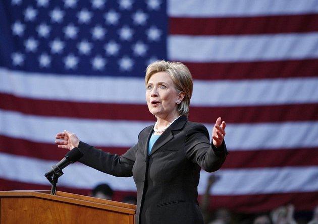 Volte Obamu, vyzývá Ameriku Hillary Clintonová. Newyorská senátorka zapomněla na své předchozí výpady proti svému rivalovi apostavila se za jeho kandidaturu.