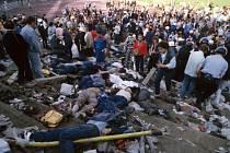 Archivní snímek z 29. května 1985 z bruselského Heyselova stadionu, kde bylo při finále Poháru mistrů evropských zemí mezi Juventusem Turín a FC Liverpool zabito 39 fandů a zraněno dalších více než čtyř sta lidí.