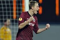 Ladislav Krejčí ze Sparty se raduje z gólu proti Šmoně.