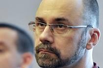 Bývalý výkonný ředitel společnosti Central Group Aleš Novotný vyslechl 19. července u Městského soudu v Praze rozsudek. Spolu s Novotným jsou z daňových úniků obžalováni další čtyři lidé.