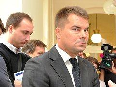 údajnou korupci při nákupu obrněných vozidel Pandur pro českou armádu má jít lobbista Marek Dalík na pět let do vězení.