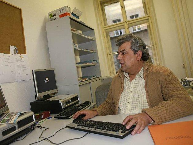 Ředitel sokolovské střední školy Emil Ščuka (na snímku) tvrdí, že škola je soukromé zařízení a zavedené školné využije na pokrytí nákladů.