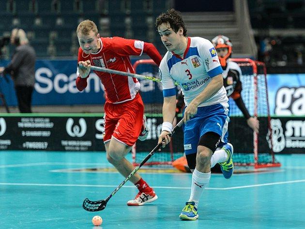 Michal Podhráský (vpravo) ve čtvrtfinále proti Dánsku.