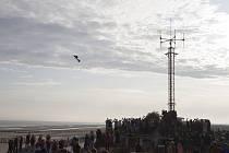 Francouz Franky Zapata dnes úspěšně přeletěl Lamanšský průliv na svém futuristickém dopravním prostředku Flyboard Air