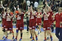 Házenkáři Dukly Praha se radují z vítězství.