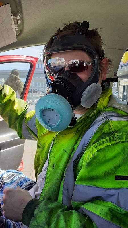 Michal Fridrich vzal trochu odvazneji a koupil si celo-masku s aktivnim filtrováním.
