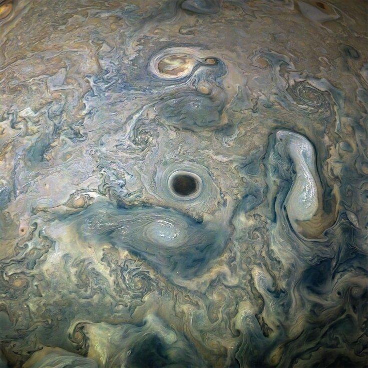 Snímky Jupitera pořízené sondou Juno