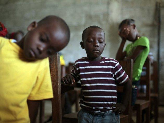 Libérie se po válce snažila zpřístupnit školy všem. Než vypukla ebola, chodilo do škol v zemi, která má 4,3 milionu obyvatel, asi 1,2 milionu lidí.