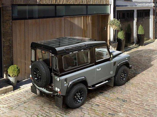 Land Rover Defender Autobiography.