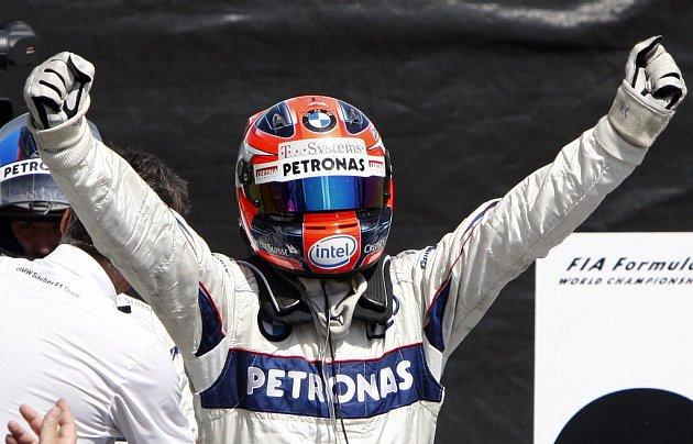 Robert Kubica slaví vítězství ve Velké ceně Kanady.