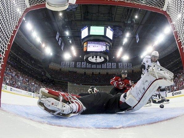 Anže Kopitar rozhoduje první finále Stanley Cupu.