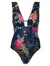 Marks & Spencer, 1399 Kč - Krásné květované plavky můžete nosit i jako top k sukni či kraťasům.
