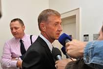 Na 4,5 roku vězení zpřísnil v úterý odvolací senát Vrchního soudu v Praze původní tříletý trest vyměřený Městským soudem v Praze lobbistovi Romanu Janouškovi.