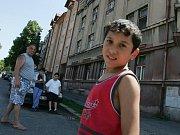 Rumunští Romové truchlí poté, co se 3. srpna 2009 v jejich kempu v Husinci dozvěděli, že mladý následník romského trůnu zemřel.