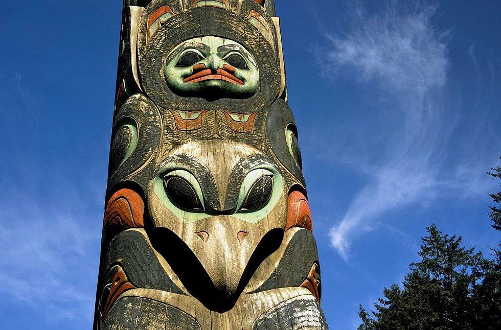 Náboženstvím Tlingitů byl původně šamanismus, později převzali od bělochů křesťanství