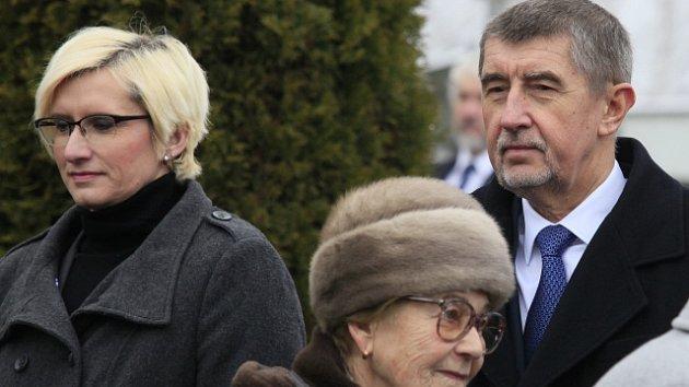 Ministryně obrany Karla Šlechtová (vlevo) a premiér Andrej Babiš