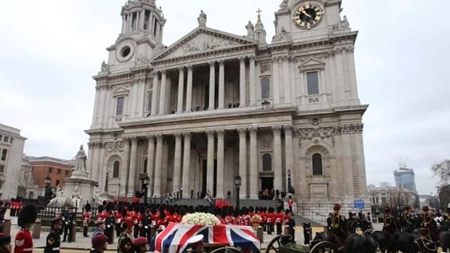 Smuteční obřad s baronkou Margaret Thatcherovou se uskutečnil v katedrále svatého Pavla v Londýně.