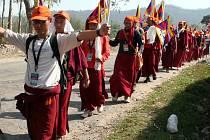 Tibetští exulanti protestují v Indii.