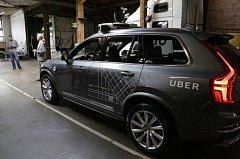 Vozidlo taxislužby Uber.