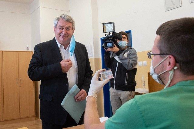 Předseda KSČM Vojtěch Filip u krajských voleb.