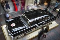 Policie v Moskvě pronásledovala ukradený vůz Gaz-1402 Čajka, jehož exempláře sloužily nejvyšším hodnostářům sovětské éry.