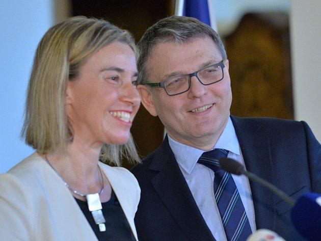 Ministr zahraničí Lubomír Zaorálek uvedl, že vítá zájem Federiky Mogheriniové o zapojení české ambasády v Damašku.