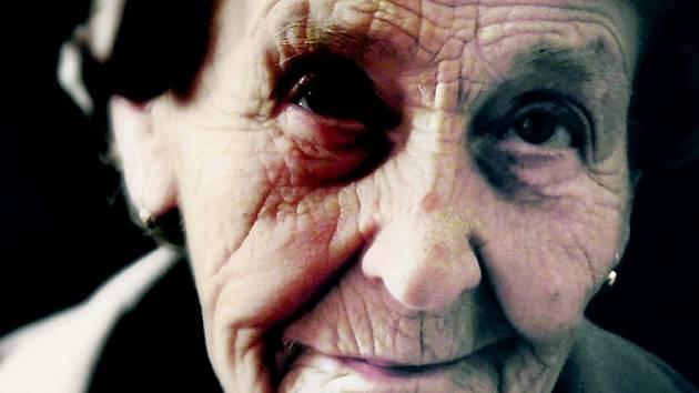 Výpovědi bezbranných seniorů ve filmu Šmejdi jsou nejsilnější