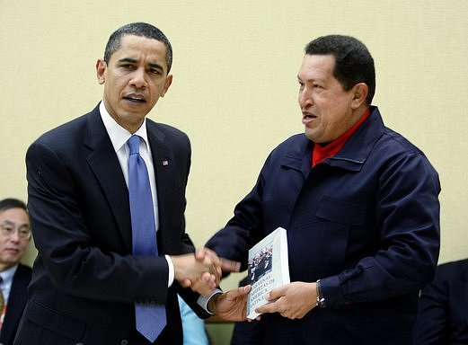 Barack Obama a Hugo Chavez na summitu Americas