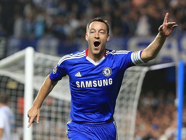 John Terry se raduje ze svého gólu do sítě Marseille.