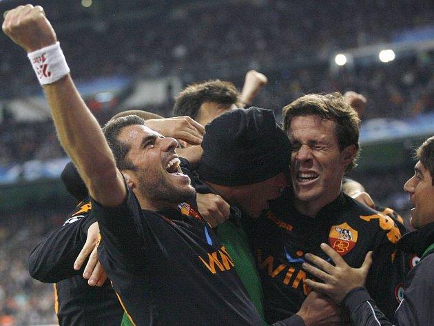 Fotbalisté AS Řím se radují, postoupili přes Real Madrid do čtvrtfinále Ligy mistrů.