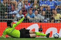 Petr Čech vychytal Chelsea pohárové vítězství, takhle zmařil penaltu.