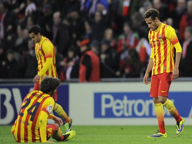 Zklamaný kanonýr Barcelony Neymar (vpravo) po prohře s Bilbaem.