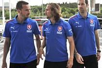 Čeští fotbalisté (zleva) Tomáš Sivok, Petr Jiráček a Petr Čech.