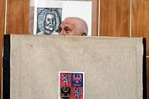 Prezident Václav Klaus odevzdal v pátek 25. ledna 2013 v Praze svůj hlas ve druhém kole prezidentských voleb.