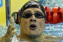 Ryan Lochte vybojovat třetí zlatou medaili na trati 200m znak.