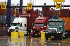 Kamionová doprava na dálnici